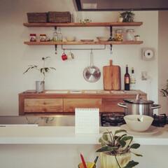 キッチン/無垢材/造作収納/おしゃれな雑貨/観葉植物/調理器具/... . ~おしゃれな雑貨を配置して  キッチ…