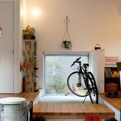 自然素材/無垢材/無垢杉の床/漆喰の壁/白い壁/W断熱の家/... . ~リビングと離れのスペースを  無垢…