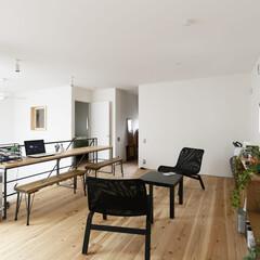 自然素材/無垢材の床/漆喰の壁/白い壁/四角の家/ハコの家/... . ~2階のフリースペースには  PC用…