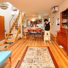 自然素材/無垢材/無垢杉の床/漆喰の壁/白い壁/四角の家/... . ~暮らしをタノシム家は  子どもの笑…