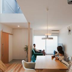 自然素材/無垢材/無垢杉の床/漆喰の壁/白い壁/W断熱の家/... . ~シャープな外観からは  全く想像も…