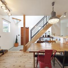 自然素材/無垢材/無垢杉の床/漆喰の壁/白い壁/W断熱の家/... . ~雑貨やカラーアクセントが絶妙な  …