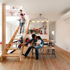 自然素材/無垢材/無垢杉の床/漆喰の壁/白い壁/四角の家/... . ~旗竿地とは思えない  たくさんの光…
