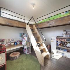 自然素材/無垢材/無垢杉の床/漆喰の壁/白い壁/四角の家/... . ~子供室に計画・配置された  無垢材…