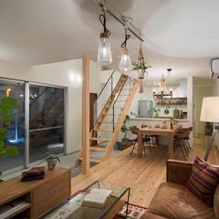 自然素材/無垢材/無垢杉の床/漆喰の壁/白い壁/W断熱の家/... . ~昼夜で表情を変える  ナチュラルテ…