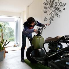 自然素材/無垢材/無垢杉の床/漆喰の壁/白い壁/土間のある家/... . ~玄関から中庭まで繋がる  大空間の…