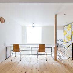 自然素材/無垢材/無垢杉の床/漆喰の壁/白い壁/W断熱の家/... . ~吹抜け部分の大型窓から  たくさん…