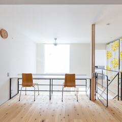 自然素材/無垢材/無垢杉の床/漆喰の壁/白い壁/土間のある家/... . ~吹抜けのハイサイドウィンドウから …