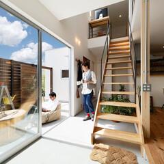 土間/階段/リビング/夫婦/家族/オープンカフェ/... . ~リビングから繋がる土間スペースは …
