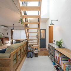 自然素材/無垢材/無垢杉の床/漆喰の壁/白い壁/W断熱の家/... . ~絵本やおもちゃを収納して  遊び場…
