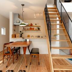 無垢材/階段/吹抜け/無垢杉の床/自然素材の家/白い壁/... ~無垢床に合わせた  木製家具や雑貨で …