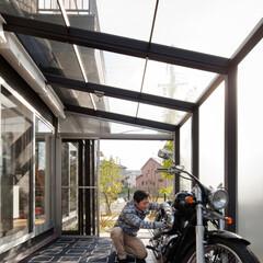 自然素材/無垢材/無垢杉の床/漆喰の壁/白い壁/W断熱の家/... . ~リビングから繋がる広々テラスは  …