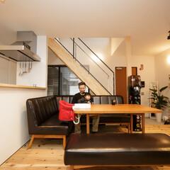 リビング/ダイニング/キッチン/階段/土間/玄関/... . ~レザー仕様のハードな素材も調和する…