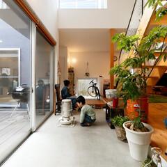 自然素材/無垢材の床/漆喰の壁/土間/吹抜け/階段/... . ~たくさんの光が降り注ぐ  開放的な…