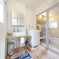 自然素材/無垢材/無垢杉の床/漆喰の壁/白い壁/W断熱の家/... . ~ホテルライクなバスルームや  おし…
