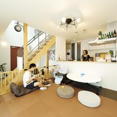 自然素材/無垢材/無垢材の床/リビング/階段/土間/... . ~必要のない家具は置かずに  リビン…