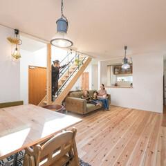 自然素材/無垢杉の床/漆喰の壁/無垢材/白い壁/W断熱の家/... . ~子供たちが裸足で過ごせる  無垢杉…