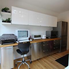 自然素材/無垢材/無垢杉の床/漆喰の壁/白い壁/キッチン/... . ~レシピの検索に大活躍!  パソコン…