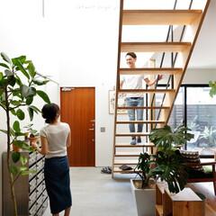 自然素材/無垢材/無垢杉の床/漆喰の壁/白い壁/W断熱の家/... . ~間仕切りを最小限に抑えた家は  リ…