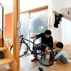 自然素材/無垢材/無垢杉の床/漆喰の壁/白い壁/外断熱/... . ~土間スペースはパパと息子の  男同…