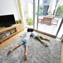無垢材/リビング/ソファー/テレビ/子供/くつろぎ空間/... . ~自然素材の家だから  子供たちも安…
