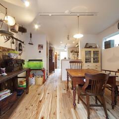 自然素材/無垢材/無垢杉の床/漆喰の壁/白い壁/W断熱の家/... . ~大好きなアンティーク家具で  自分…