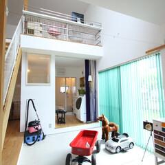 自然素材/土間/吹抜け/階段/窓/白い壁/... . ~広くて明るい土間スペースは  お子…