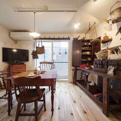 自然素材/無垢材/無垢杉の床/漆喰の壁/白い壁/W断熱の家/... . ~趣味で集めたアンティーク家具で  …