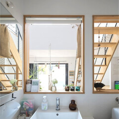 自然素材/無垢材/無垢杉の床/漆喰の壁/白い壁/W断熱の家/... . ~キッチンの後ろの洗面室も  たくさ…