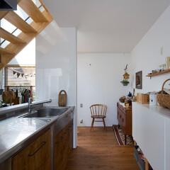 自然素材/無垢材/無垢材の床/キッチン/階段/吹抜け/... . ~ウッド調の家具や雑貨で  ナチュラ…