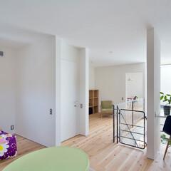 自然素材/無垢材/無垢杉の床/漆喰の壁/白い壁/四角の家/... . ~間仕切りを最小限に抑えて  空間を…