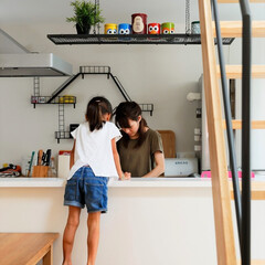 自然素材/無垢材/無垢杉の床/漆喰の壁/白い壁/W断熱の家/... . ~空間を遮るものを少なく抑えた  リ…