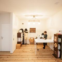 無垢材/照明/ミシン/洋裁/フリースペース/カッコいい家/... . ~ソーイング好きな夫人が  趣味を楽…(1枚目)