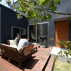 自然素材/無垢材/無垢杉の床/漆喰の壁/白い壁/四角の家/... . ~室内の土間スペースと繋がる  開放…