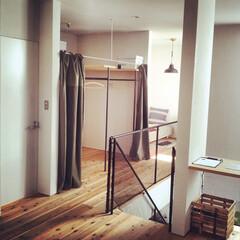 自然素材/無垢材/無垢杉の床/漆喰の壁/白い壁/W断熱の家/... . ~自在に使えるフリースペースに  ハ…
