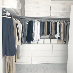 クローゼット/クローゼット収納/ウォークインクローゼット/ウォークイン/洋服収納/整理/... IKEAの『MALM』を使って畳みの洋服…