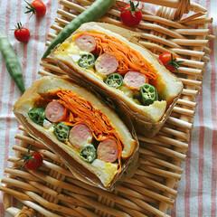 サンドイッチ/グルメ/フード/おうちごはん/ハンドメイド お家で採れた オクラ 人参🥕と ウインナ…
