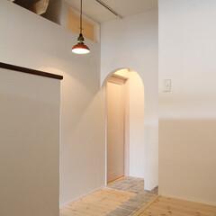 美容室cachecache/石造り/路地/照明 フロアから個室へ繋がる通路。部分的に石造…