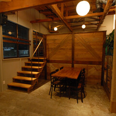 旨み酒場 CHILL/厚木/居酒屋/古材/半個室/個室/... 半個室のロフト。壁は古材で倉庫のように仕…