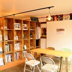OHESO GARAGE/厚木/県央/オヘソ/リノベーション/Renovation/... 棚はOSBで表面の表情をそのまま使いまし…
