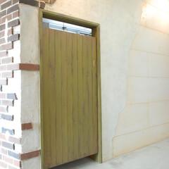 Olive Hairmake&Be.../オリーブ/美容室/厚木 カットスペースは土間。ドアをエイジング。
