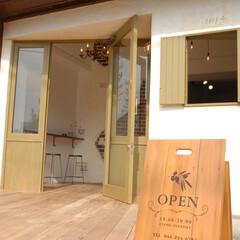 Olive Hairmake&Be.../オリーブ/美容室/厚木/看板/ウッドデッキ/... 外置きの看板も店舗に併せてデザインしまし…