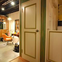 R garage/茅ヶ崎/理髪店/床屋/アメリカン/ヴィンテージ/... トイレの扉もアクセントです。オーナー一人…