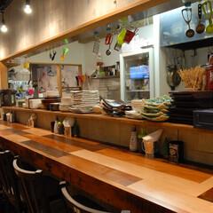 呑々食堂rico!/リコ/川崎/居酒屋/カウンター/木材 カウンターは色の違う種類の木材を繋ぎ合わ…