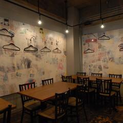 呑々食堂rico!/リコ/川崎/居酒屋/ボード/水貼り/... ボードにポスターを水貼りし、ローラーで白…