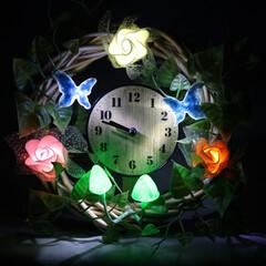 生活雑貨/アイデア雑貨/インテリア雑貨/手作り雑貨/リース/照明 造花を使用して作ったリースライトに時計を…