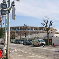 桜/青山霊園/新国立競技場建設中/春の一枚 仕事前に、二駅ほど手前で🚇降りて寄り道。…