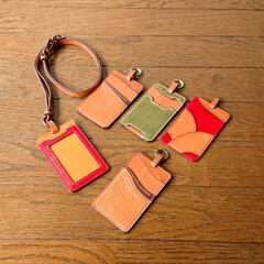 ハンドメイド/親孝行のつもり/お孫さん?/レザークラフト/手縫い/革細工/... 両親へ手作りカードケースをプレゼントして…