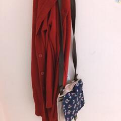ファッション お気に入りの赤いカーディガンとポシェット😘
