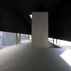 建築/建築家/住宅/空間/リビングダイニング/モルタル/... リビングダイニングからの眺め 左;広い回…